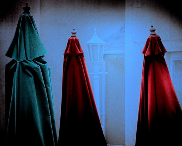 The three kings arrive in the wraiths' city