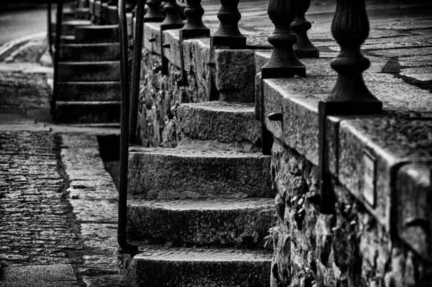 roadside-steps-mono